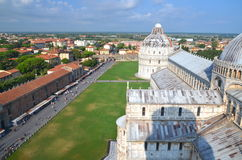 在奇迹正方形的印象深刻的鸟瞰图在比萨,意大利 免版税库存图片