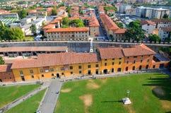 在奇迹正方形的印象深刻的鸟瞰图在比萨,意大利 库存图片
