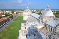 在奇迹正方形的印象深刻的鸟瞰图在比萨,意大利 库存照片