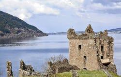 在奈斯湖的城堡格兰特在苏格兰 免版税库存图片