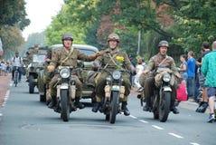 在奈梅亨桥梁附近的美国战士 免版税库存图片