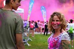 在奔跑前的彩虹蚀在颜色 免版税库存图片