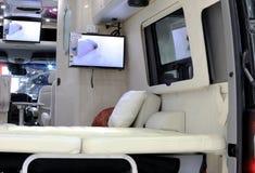 在奔驰车活动房屋汽车的豪华室内装璜 免版税图库摄影