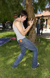 """在套的Talan Torriero佩带的标记牛仔裤""""资深跳天"""" 库存图片"""