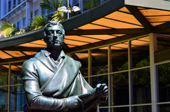 在奥克兰市委员会大厦之外的奥克兰阁下雕象 库存照片