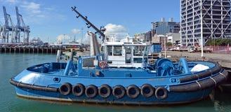 在奥克兰-新西兰的港的拖轮 图库摄影