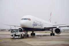 在奥利的一架露天EC波音767飞机 库存图片