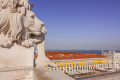 在奥古斯塔街上的狮子在里斯本-里斯本-葡萄牙- 2017年6月17日成拱形 库存图片