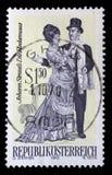 在奥地利打印的邮票,展示小歌剧由约翰・施特劳斯死Fledermaus, 库存照片
