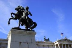 在奥地利议会前面的马雕象在维也纳 库存照片