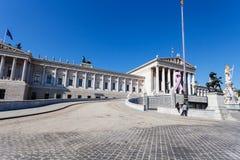 在奥地利议会大厦,维也纳附近的游人 图库摄影