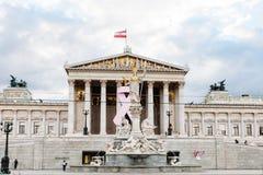在奥地利议会附近的雅典娜Pallas喷泉 免版税库存照片