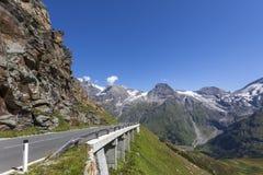 在奥地利- Grossglocknerstrasse的高山路 库存图片