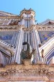 在奥尔维耶托大教堂,意大利的古铜色新来的人 图库摄影