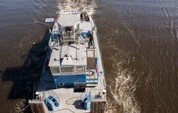 在奥得河的货物驳船 库存图片