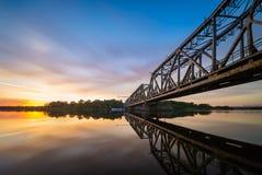 在奥得河,波兰的吊桥 免版税库存图片