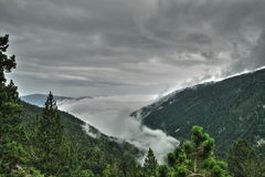 在奥德省,法国覆盖比利牛斯山脉的风景的海 免版税库存图片