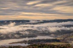 在奥斯陆之外的有雾的风景 免版税库存照片