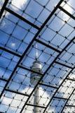 在奥林匹克公园的奥林匹克塔,慕尼黑,巴伐利亚,德国 库存照片