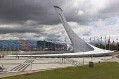 在奥林匹克正方形的奥林匹克圣火在索契奥林匹克公园 免版税图库摄影