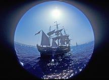 在奥林匹克艺术节的富饶航行在雷东多海滩,加利福尼亚 免版税库存照片