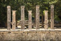 在奥林匹斯山的七根希腊柱子 图库摄影