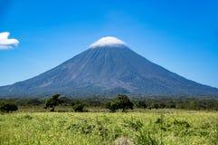 在奥梅特佩岛的火山康塞普西翁角在湖尼加拉瓜 图库摄影