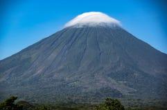 在奥梅特佩岛的火山康塞普西翁角在湖尼加拉瓜 库存图片