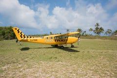 在奥秘海岛上的出租飞机 免版税库存照片