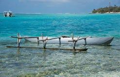 在奥秘海岛的舷外浮舟 免版税库存照片