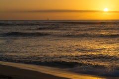 在奥阿胡岛北部岸的日落  免版税库存照片