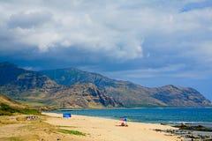 在奥阿胡岛` s干燥西部岸的Keawaula海滩 库存照片