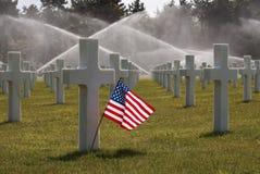 在奥马哈海滩公墓的美国国旗 免版税图库摄影