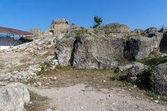 在奥费斯附近坟茔的全景古色古香的Thracian圣所的Tatul,克尔贾利地区 库存照片