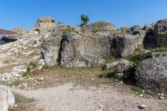 在奥费斯附近坟茔的惊人的全景古色古香的Thracian圣所的Tatul,克尔贾利地区 免版税库存图片