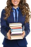 在女商人的特写镜头有堆的书 免版税库存照片