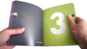 在女孩的手上开放书 免版税库存照片