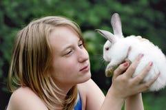 在女孩的现有量的复活节兔子 免版税库存图片