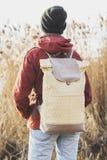 在女孩的肩膀的背包 图库摄影