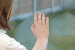在女孩窗格之后 图库摄影