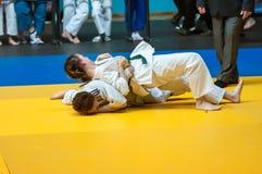 在女孩,奥伦堡,俄罗斯中的柔道竞争 免版税库存图片