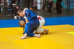 在女孩,奥伦堡,俄罗斯中的柔道竞争 免版税库存照片