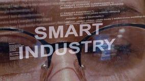 在女性开发商背景的聪明的产业文本  股票录像