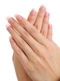 在女性手上的修指甲 免版税库存照片
