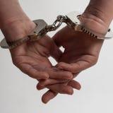 在女性手上的手铐 免版税库存照片