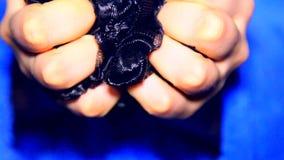 在女性手上的时尚修指甲 股票录像
