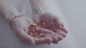 在女性棕榈的宝石 股票录像