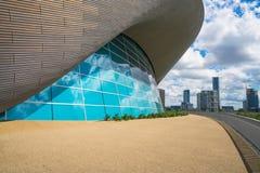 在女王伊丽莎白奥林匹克公园,伦敦,英国的伦敦水上运动中心 免版税图库摄影