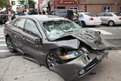 在女王纽约的汽车击毁 库存照片