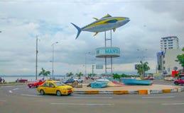 在女用披巾,厄瓜多尔的金枪鱼纪念碑 免版税库存图片